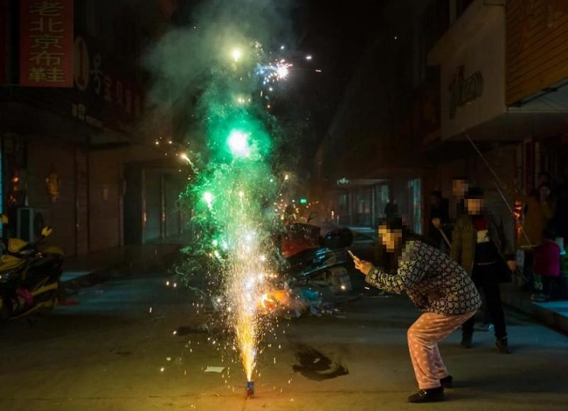 Nghị định 137 /2020 cho phép người dân được sử dụng pháo hoa trong các dịp lễ, tết, sinh nhật... (Ảnh minh họa).