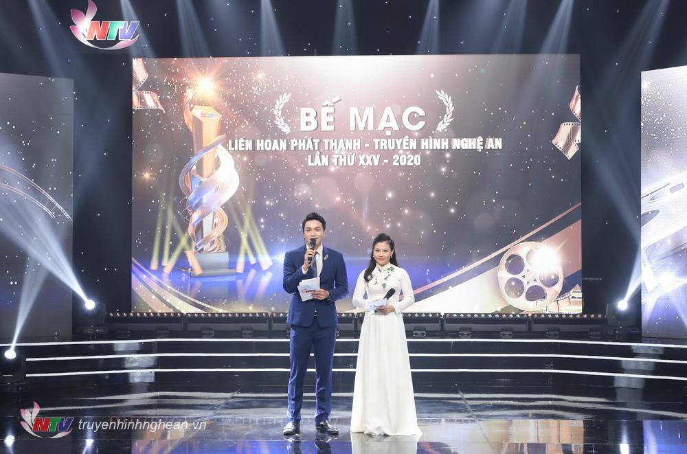 Hai MC: Thanh Long - Thanh Sơn dẫn dắt lễ bế mạc.
