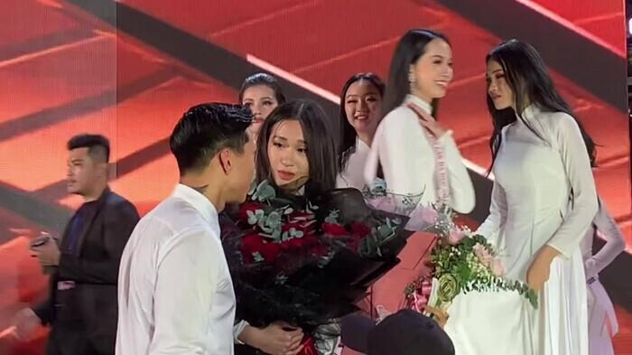 Cặp đôi công khai đi bên nhau trong đêm chung kết Hoa hậu Việt Nam 2020