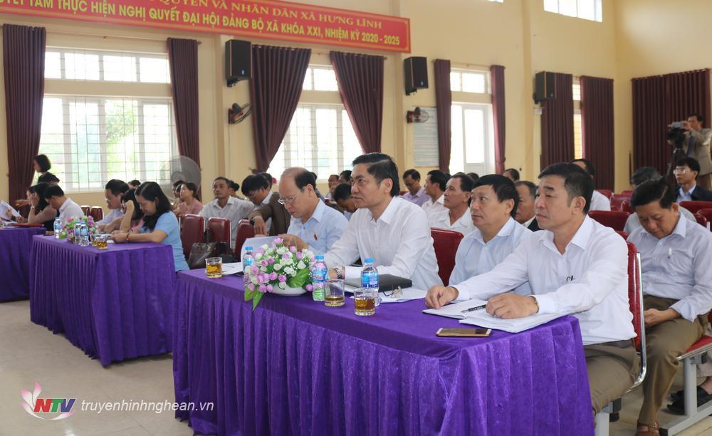 Các đại biểu tham gia tiếp xúc cử tri.