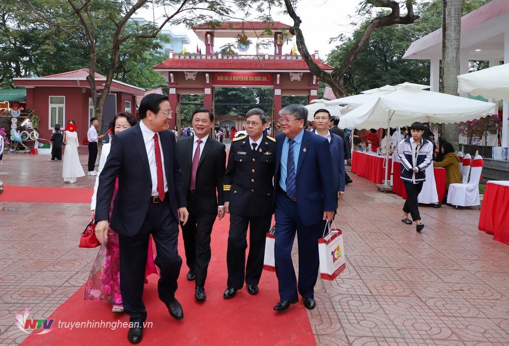 Lãnh đạo Trung ương và tỉnh Nghệ An đến dự lễ kỷ niệm.