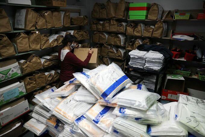 Kho chứa phiếu bầu tại Kenosha, Wisconsin ngày 4/11. Ảnh: Reuters.