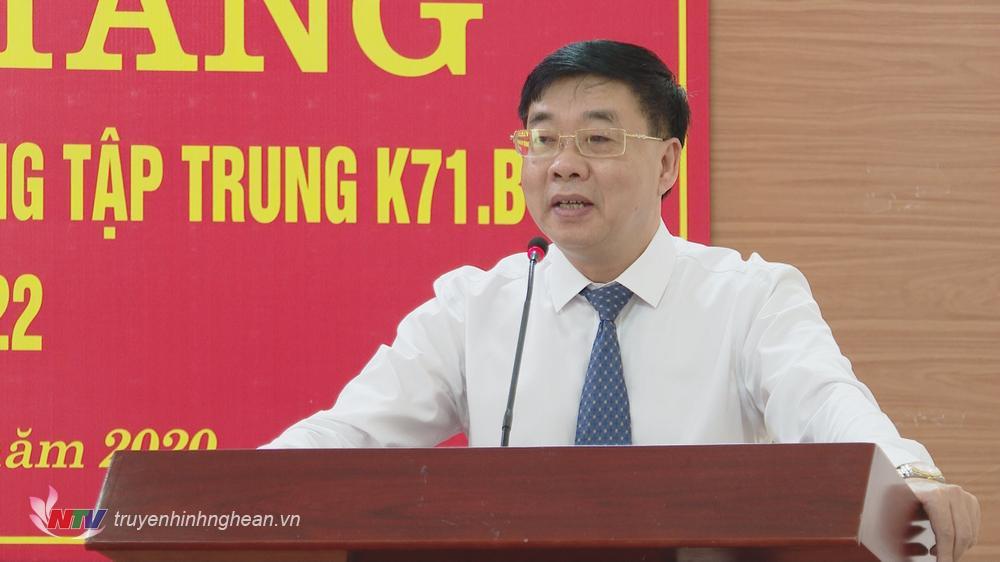 Phó Bí thư Thường trực Tỉnh uỷ Nguyễn Văn Thông phát biểu tại lễ khai giảng.