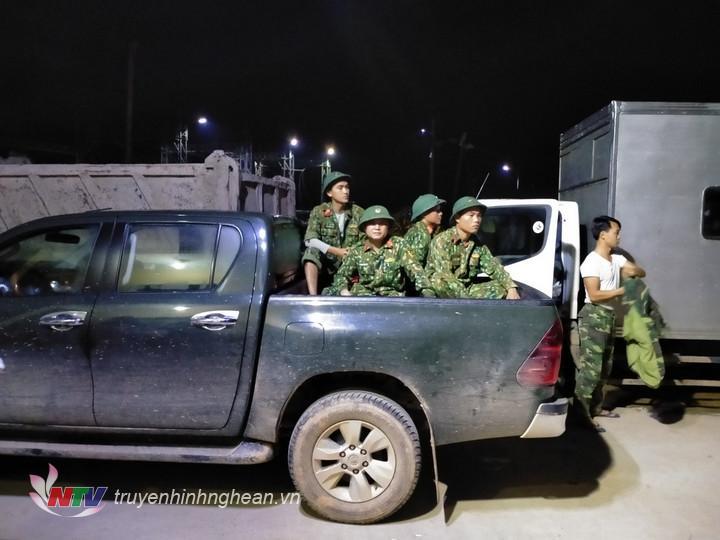 4 giờ sáng, hàng trăm cán bộ, chiến sĩ Lữ đoàn Công binh 414 và Bộ CHQS tỉnh Thừa Thiên-Huế đã hành quân vào làm nhiệm vụ