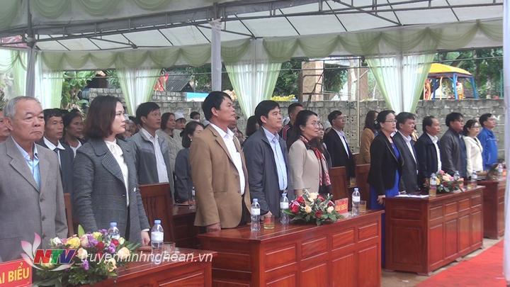 Các đại biểu dự ngày hội Đại đoàn kết dân tộc tại làng Nhâm, xã Nghĩa Yên, huyện Nghĩa Đàn.