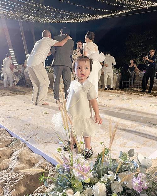 Con gái Bùi Tiến Dũng tại tiệc cưới của Công Phượng ở Phú Quốc. Ảnh: KL.