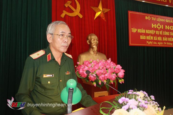 Thiếu tướng Nguyễn Đức Hóa, Phó Chính ủy Quân khu 4 phát biểu chỉ đạo lớp tập huấn.