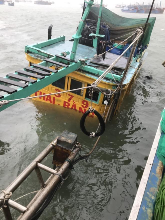Tàu cá bị chìm ở Khánh Hòa.
