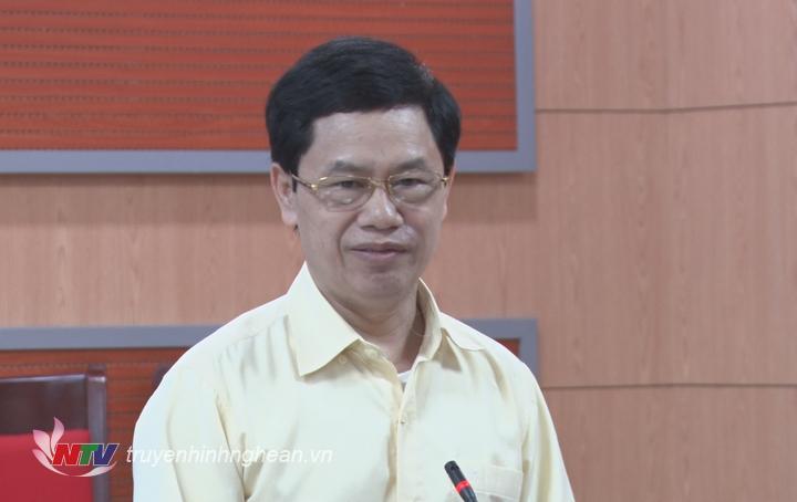 Chủ tịch HĐND tỉnh Nguyễn Xuân Sơn đóng góp ý kiến vào dự thảo.