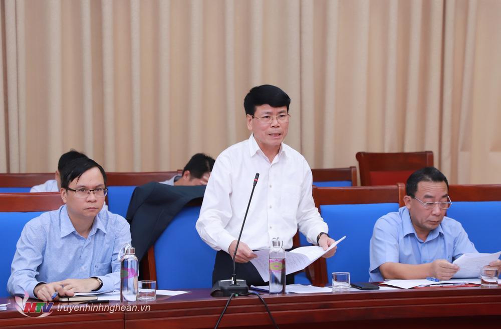 Phó Giám đốc Sở NN&PTNT Nguyễn Tiến Lâm báo cáo tại cuộc họp.