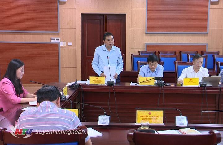 Phó Chủ tịch Thường trực UBND tỉnh Lê Hồng Vinh phát biểu tại cuộc họp.