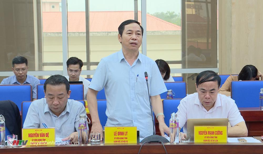 Giám đốc Sở Nội vụ Lê Đình Lý báo cáo công tác cải cách hành chính.