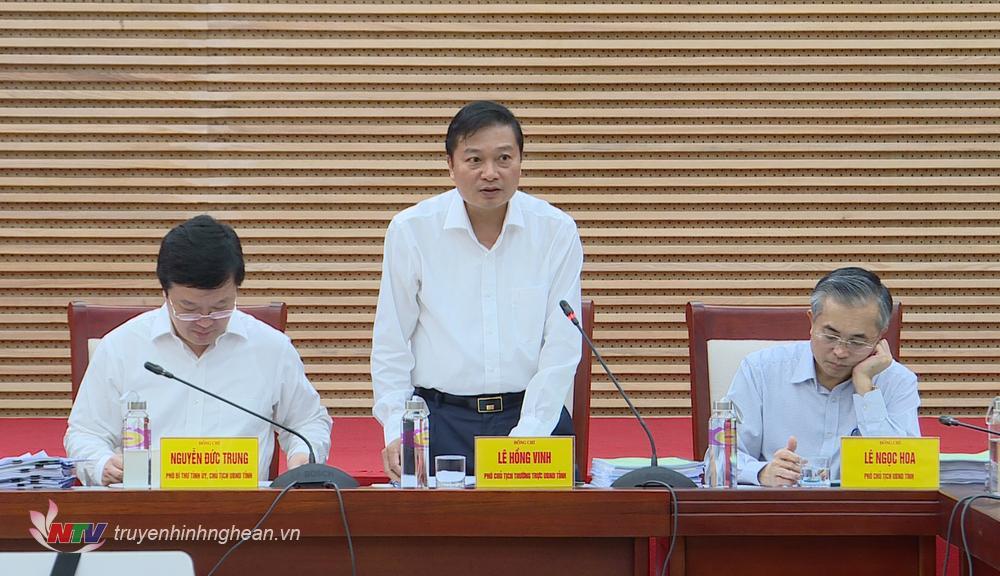 Phó Chủ tịch Thường trực UBND tỉnh Lê Hồng Vinh phát biểu tại phiên họp.
