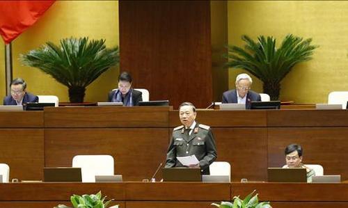 Bộ trưởng Bộ Công an Tô Lâm báo cáo, làm rõ một số vấn đề đại biểu Quốc hội nêu, sáng 21/10/2020.