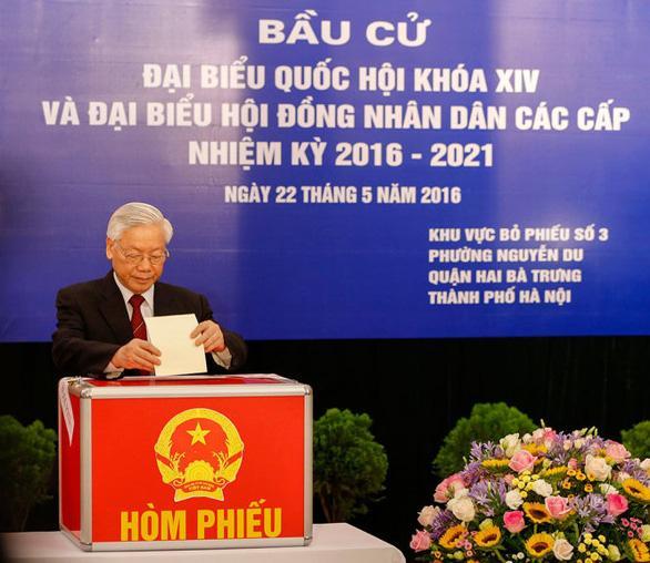 Tổng Bí thư Nguyễn Phú Trọng bỏ phiếu bầu ĐBQH Khóa XIV và đại biểu HĐND các cấp nhiệm kỳ 2016-2021