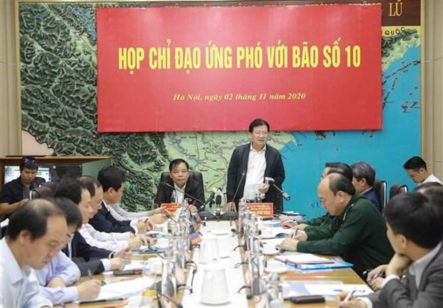Phó Thủ tướng Chính phủ, Trưởng ban Chỉ đạo Trung ương về Phòng, chống thiên tai Trịnh Đình Dũng phát biểu chỉ đạo công tác ứng phó với bão số 10.