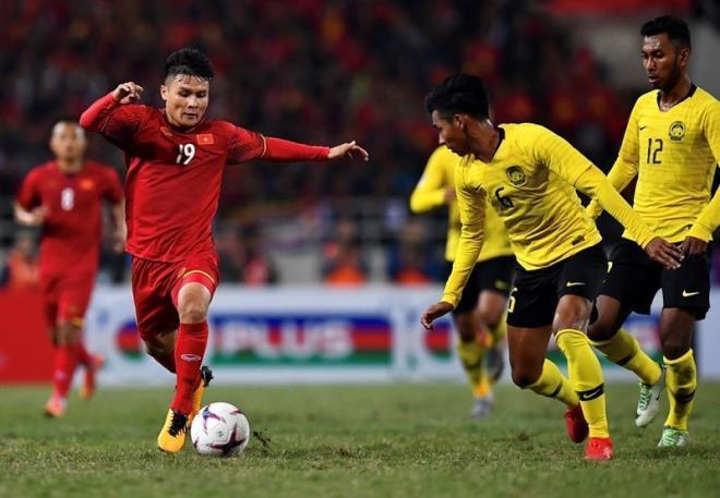 Việt Nam đánh bại Malaysia ở lượt đi với bàn thắng duy nhất của Quang Hải.