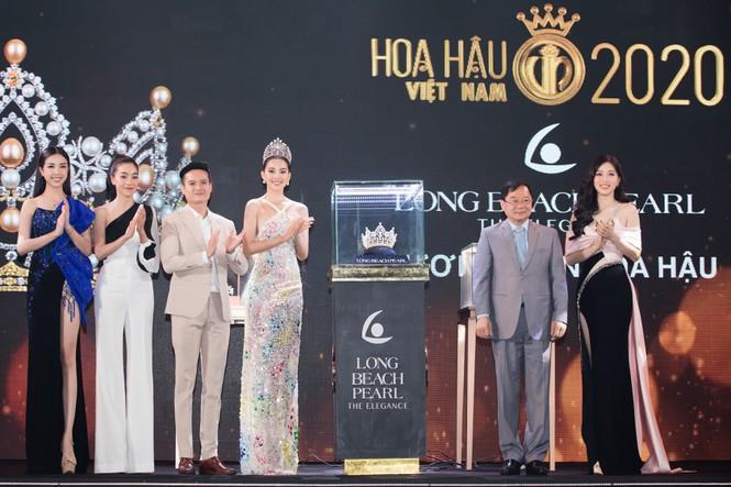 Đương kim Hoa hậu và các Á hậu tại lễ công bố vương miện Hoa hậu Việt Nam năm 2020.