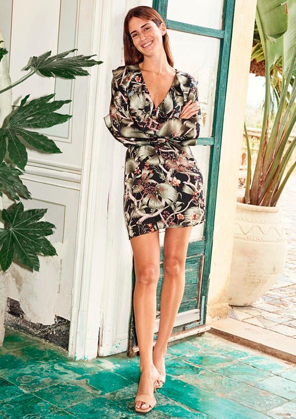 Thiết kế đầm suông dài, đầm đắp vạt chéo, đầm ngắn hay những chiếc đầm phủ dài chạm gót của Johanna x H&M mang đến vẻ phóng khoáng, gợi cảm cho người mặc.
