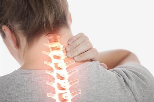 Bệnh nhân có thể nhầm lẫn với các triệu chứng đau, tê, khiếm khuyết một vài chức năng nhưng hoàn toàn không phải thoát vị đĩa đệm cột sống cổ mà là do bệnh lý ở tại chỗ.