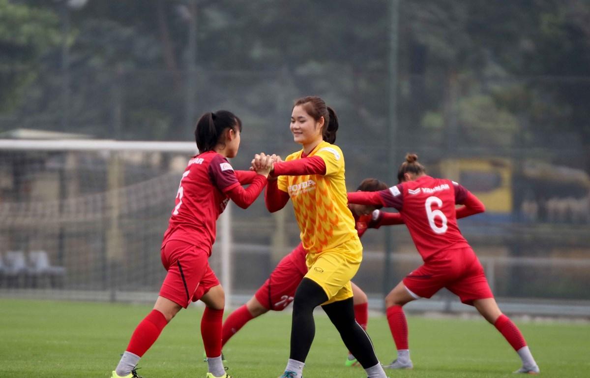 Đội tuyển nữ Việt Nam có thêm cơ hội trong cuộc đua giành vé dự Olympic Tokyo 2020 khi đối thủ trực tiếp CHDCND Triều Tiên xin rút lui.