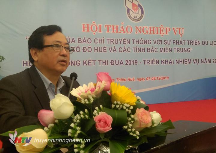 Chủ tịch Hội Nhà báo Việt Nam tại Nghệ An Trần Duy Ngoãn phát biểu tại hội thảo.