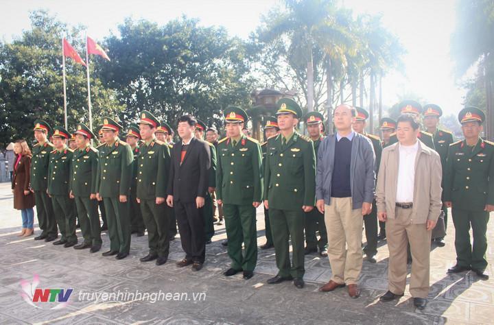 Đoàn công tác của Quân ủy Trung ương, Bộ quốc phòng do đồng chí Trung tướng Phùng Sỹ Tấn- phó tổng tham mưu trưởng Quân đội nhân dân Việt Nam dẫn đầu đã đến dâng hương, dâng hoa tại nghĩa trang liệt sỹ Quốc tế Việt Lào