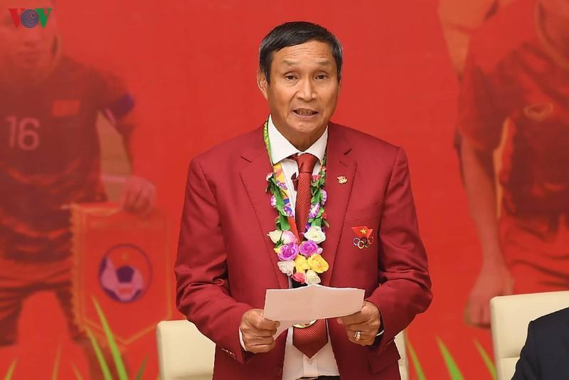 HLV Mai Đức Chung phát biểu tại buổi gặp mặt.
