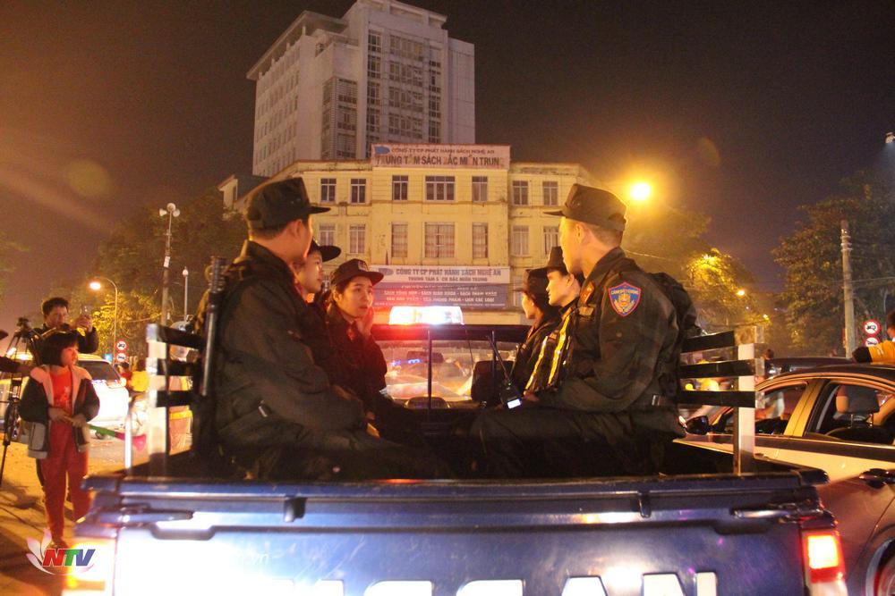 Lực lượng an ninh được tăng cường để đảm bảo an toàn cho người dân.