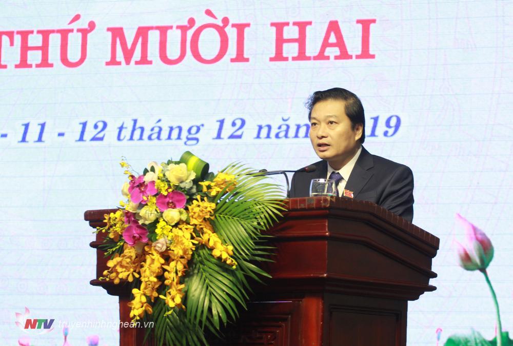 Đồng chí Lê Hồng Vinh – UVBTV Tỉnh ủy, Phó Chủ tịch UBND tỉnh báo cáo tình hình phát triển kinh tế -xã hội.