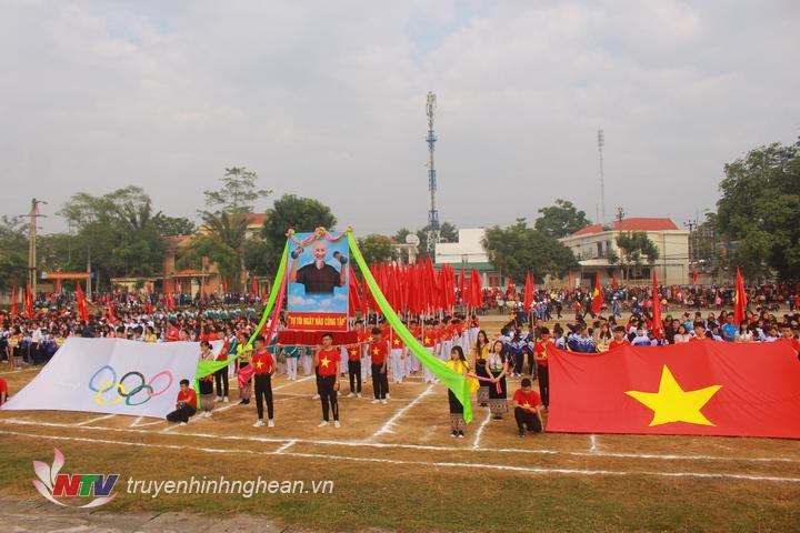 Toàn cảnh lễ khai mạc Hội khỏe Phù Đổng huyện Quỳ Châu sáng 13/12.