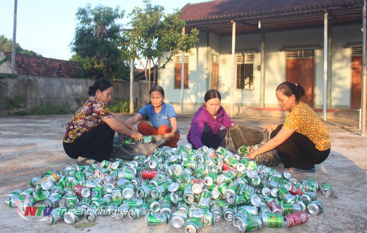 phát động phong trào thu lượm ve chai, lon bia bán lấy tiền ủng hộ cho hội viên có hoàn cảnh khó khăn và được hội viên hưởng ứng nhiệt tình
