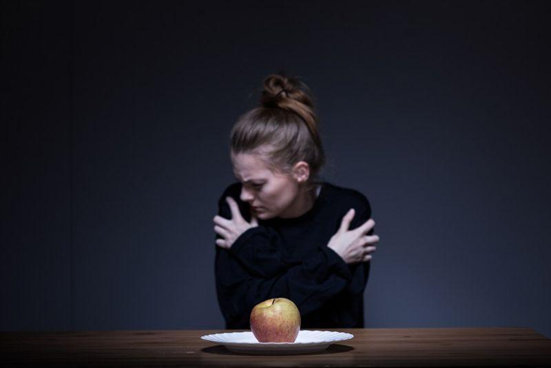Chán ăn tâm thần: Đây là một chứng rối loạn ăn uống nghiêm trọng. Những người mắc bệnh này thường bị ám ảnh với cân nặng và ăn cực kì ít, dẫn đến sụt cân nhanh, giảm nhịp tim và tuần hoàn máu kém.