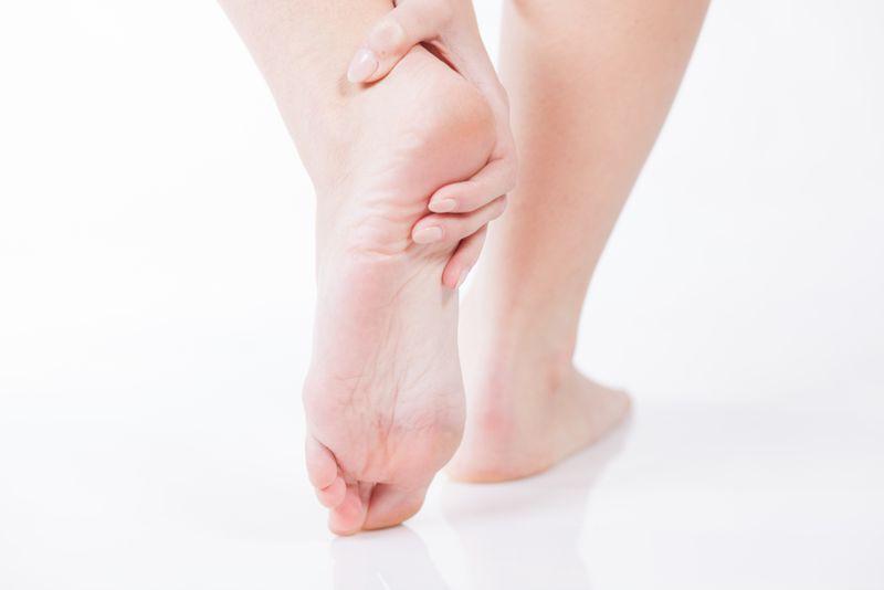 Bệnh Buerger: Bệnh Buerger là bệnh viêm các mao mạch ở chân làm giảm tuần hoàn máu, thường do hút thuốc lá. Tuần hoàn máu kém làm tăng độ nhạy cảm của cơ thể với cái lạnh.
