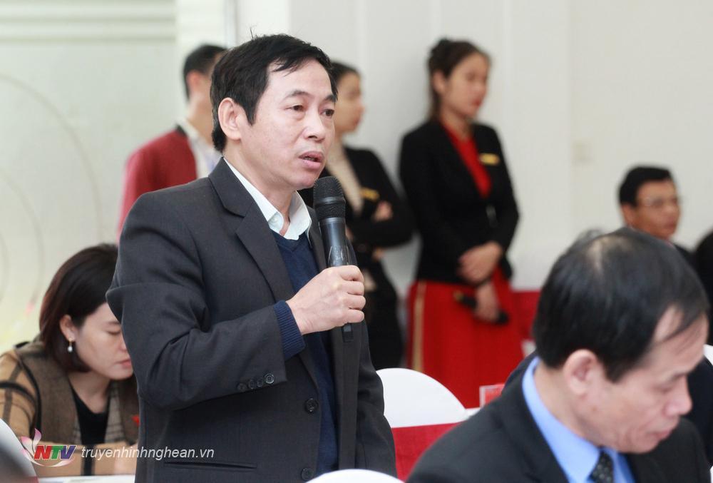 Giám đốc Sở Nội vụ giải trình tại phiên thảo luận tại hội trường sáng 11/12.