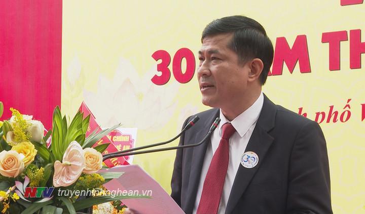 Giám đôc Sở Giáo dục - Đào tạo Thái Văn Thành phát biểu tại lễ kỷ niệm.