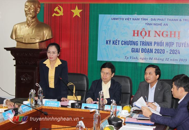 Chủ tịch Ủy ban MTTQ tỉnh Võ Thị Minh Sinh phát biểu tại hội nghị.