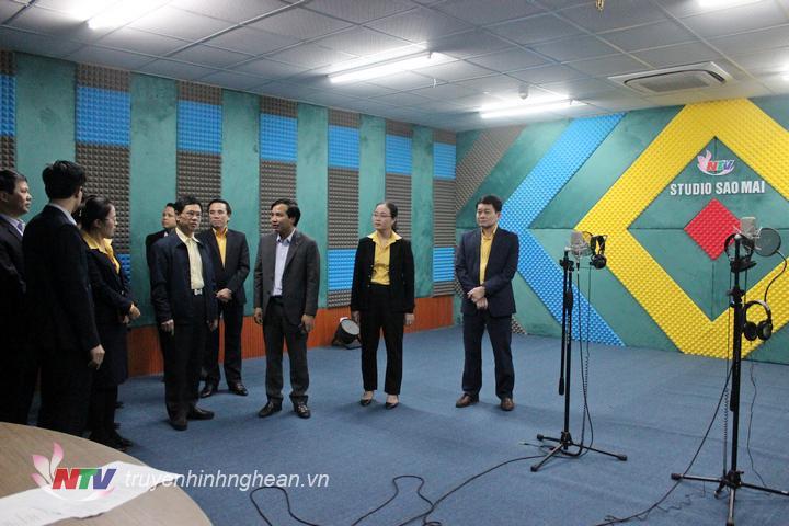 Đoàn công tác tham quan Studio Sao Mai.