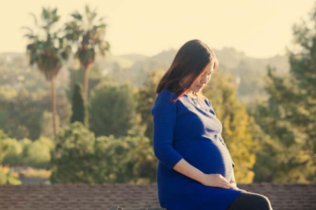 Thai kỳ: Thai kỳ thường đi kèm với chứng hay quên do các hormone thai kỳ gây ra. Tình trạng này được gọi là sương mù não ở phụ nữ mang thai.