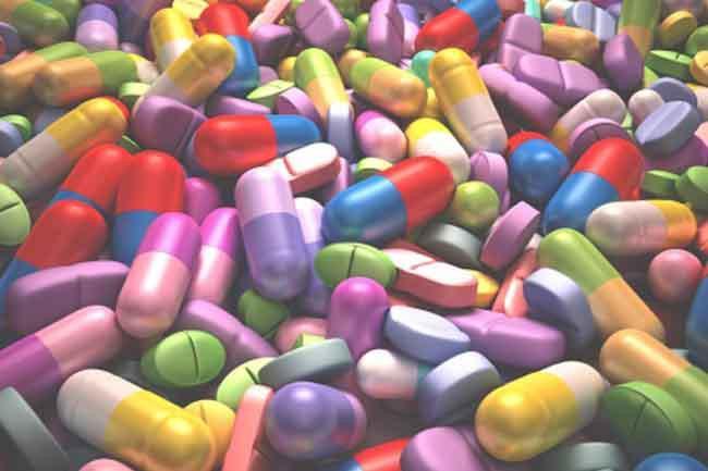 Dược phẩm: Hầu như dược phẩm nào cũng có thể gây các tác dụng phụ không mong muốn và thường khó tránh khỏi. Một số loại thuốc có thể khiến bạn hay quên như si-rô ho, thuốc ức chế trầm cảm và viên nội tiết tố.