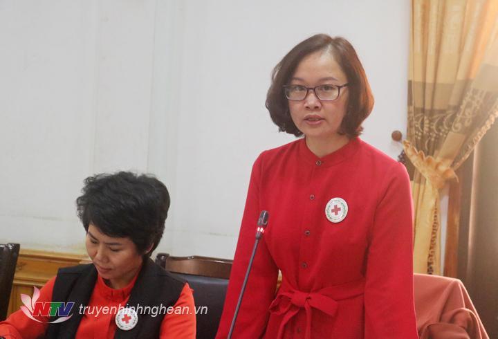 đ/c Nguyễn Thị Thu Hiền – Phó chủ tịch thường trực Hội chữ thập đỏ tỉnh phát biểu tại hội nghị