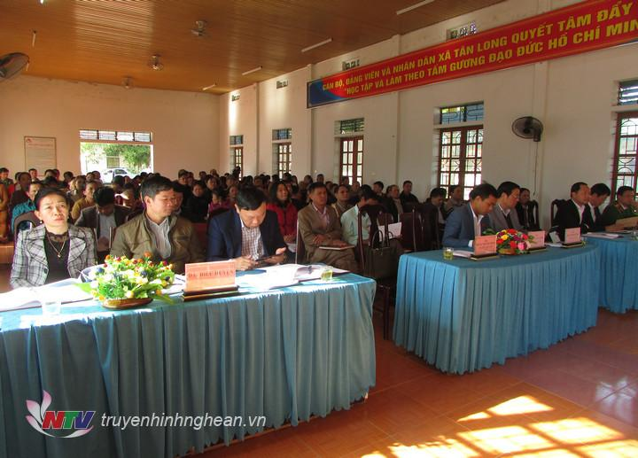 Các đại biểu dự buổi tiếp xúc.