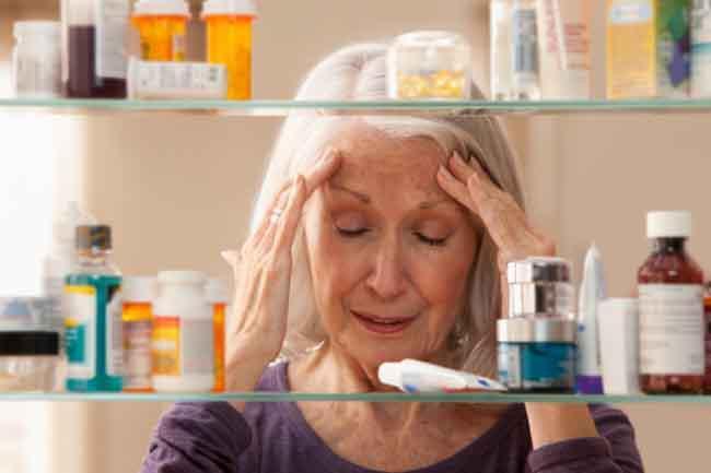 Lạm dụng thuốc giảm đau: Lạm dụng thuốc giảm đau có thể hủy hoại thận của bạn. Bạn không nên dùng thuốc giảm đau nếu cơn đau không quá nghiêm trọng, bởi thuốc giảm đau có nhiều tác dụng phụ, làm giảm lưu thông máu và khiến chức năng thận suy giảm.