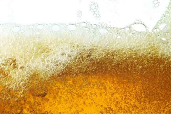 Lạm dụng cồn: Uống quá nhiều bia rượu là một thói quen hại thận, vì bia rượu chứa nhiều độc tố gây áp lực lên thận.