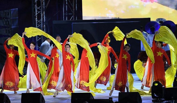 Đoàn thể thao Việt Nam biểu diễn tại lễ Bế mạc SEA Games 30