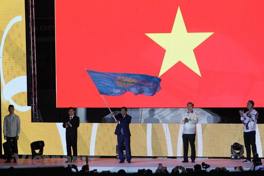 Bộ trưởng Nguyễn Ngọc Thiện tiếp nhận cờ đăng cai SEA Games 31.