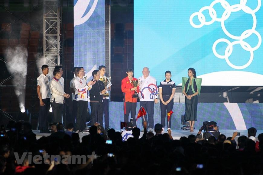VĐV Nguyễn Thị Ánh Viên được vinh danh là Nữ VĐV xuât sắc nhất của SEA Games 30.