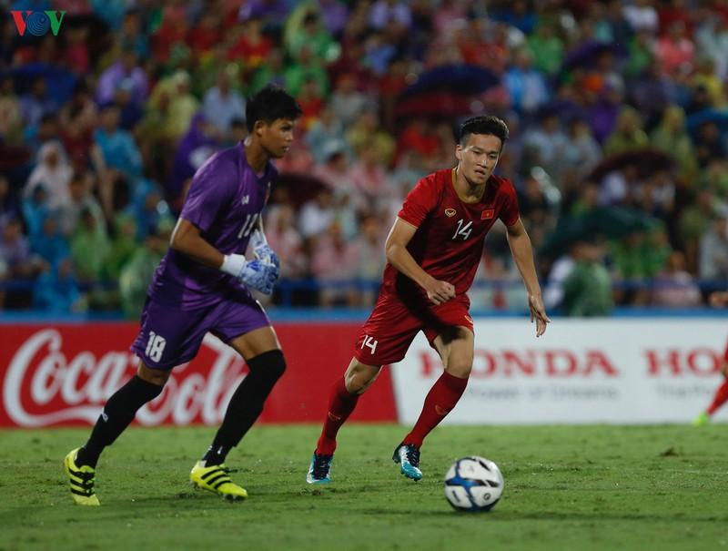 Tiền vệ: Nguyễn Hoàng Đức (1m83)