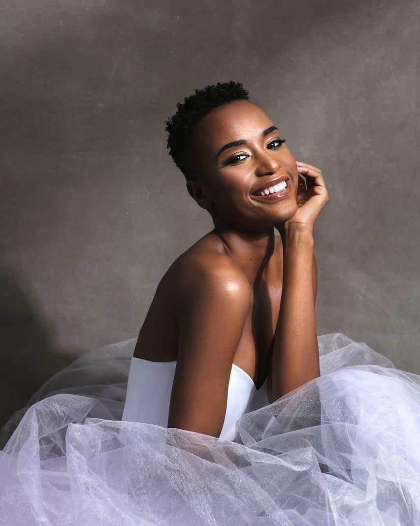 """Tunzi chia sẻ hình mẫu của cô là cha mẹ và vận động viên Caster Semenya. Cô là một fan hâm mộ Marvel, """"nghiện"""" xem Game of Thrones. Sở thích của tân hoa hậu là ăn uống, đi du lịch."""