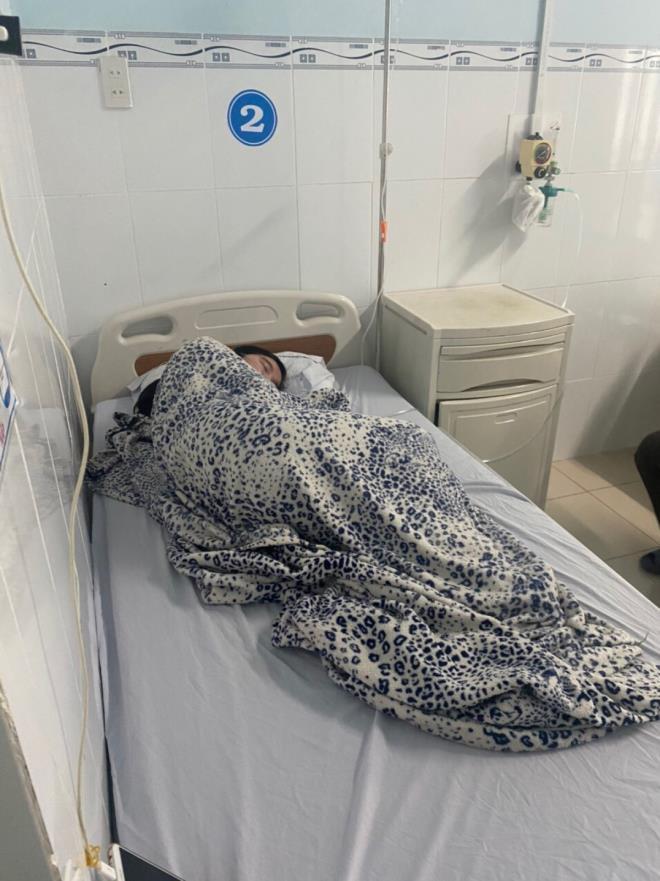 Nữ sinh Y. đang được điều trị tại Bệnh viện Nhi Đồng 2.